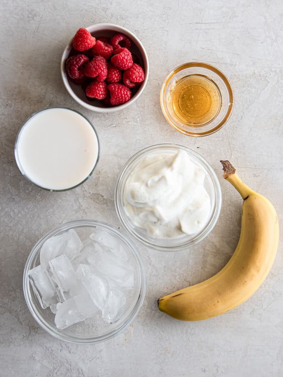 Layout of all the ingredients needed to make the smoothie.